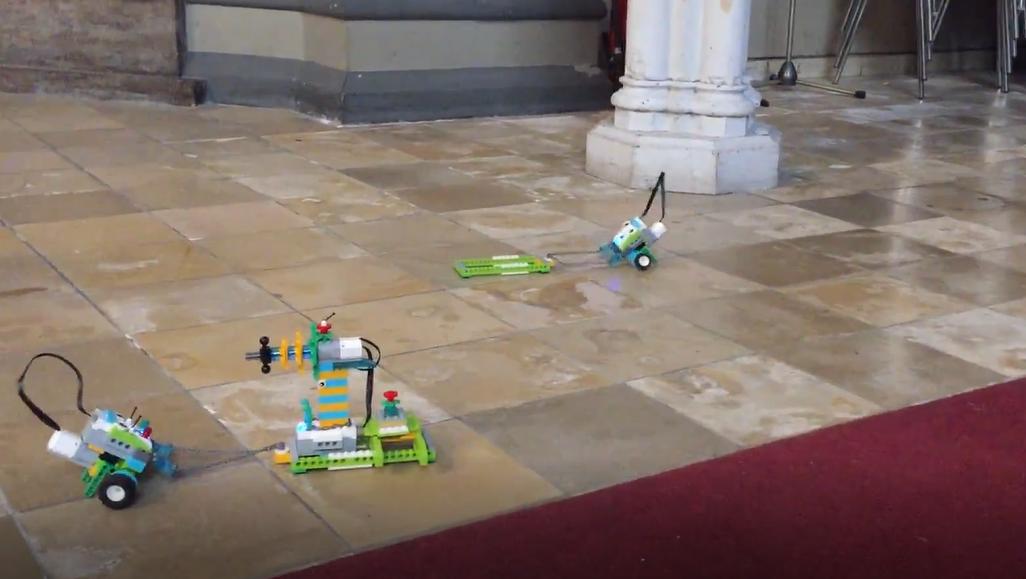 Roboter erkunden das LutherLAB